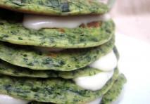 Pancakes agli spinaci e stracchino
