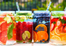 Bisogna bere e tanto. Ecco qualche alternativa all'acqua.